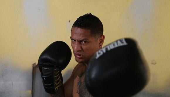 ¡Maicelo volvió con victoria! Ganó por nocaut técnico en séptimo asalto a Granados. (Foto: AFP)