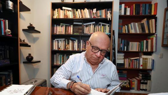 Carlos López Degregori en su oficina. (Foto: Rolly Reyna)