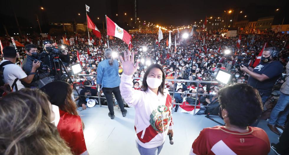 """Fujimori se sumó a la movilización autodenominada """"Respeta mi voto"""" cerca de las 6:15 p.m. del sábado. Antes, estuvo en su local partidario en Paseo Colón. (Foto: César Bueno / @photo.gec)"""