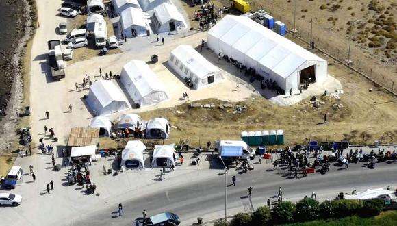 Una imagen referencial tomada con un dron muestra una vista aérea del nuevo campamento provisorio en la isla de Lesbos, Grecia, el 19 de setiembre de 2020. (EFE/EPA/VANGELIS PAPANTONIS).