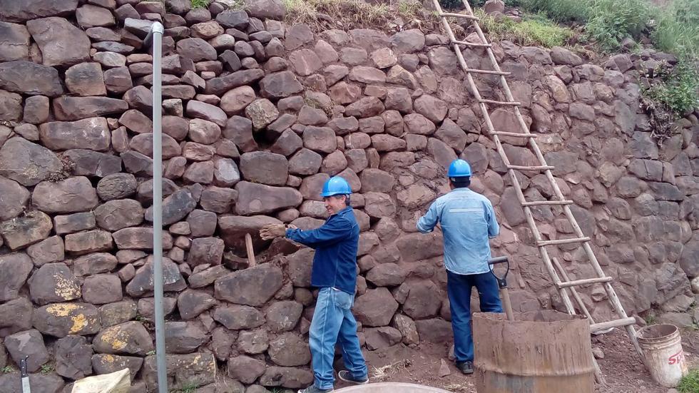 Así se realizan los trabajos de conservación de andenes incas. (Foto: Miguel Neyra)
