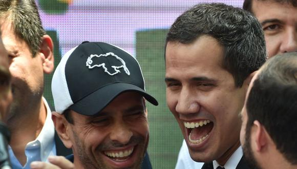 El desacuerdo en torno a participar o no en las elecciones parlamentarias ha generado el peor cisma de la oposición de Venezuela en los últimos 20 años, en donde el gran ganador es el gobierno. La pelea es entre Henrique Capriles y Juan Guaidó. (Foto: Yuri CORTEZ / AFP).