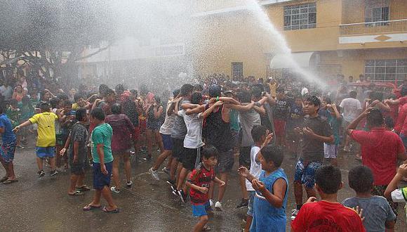 Los carnavales se iniciaron en Catacaos con agua de mar