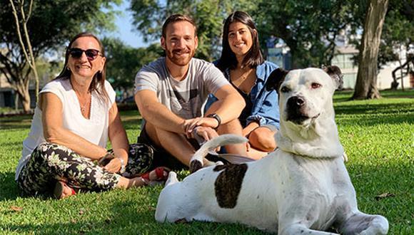 Ani Álvarez Calderón, Ignacio Arenas y Paula Voto-Bernales coinciden en que Argos se ha ganado su lugar gracias a su carácter y personalidad. (Foto: Andrea Carrión)