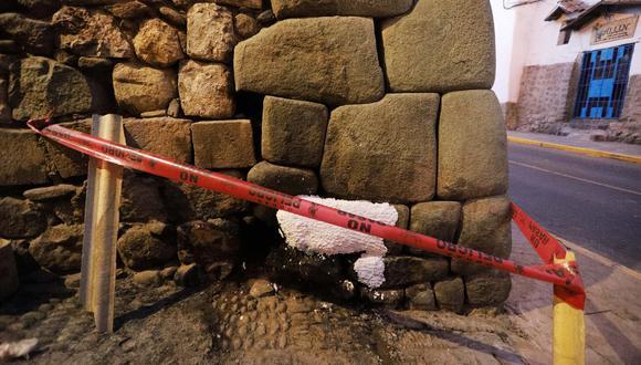 Desconocidos realizaron una quema de basura al costado de los muros lo que ocasionó que el muro quedara oscurecido producto de la combustión (Foto: Melissa Valdivia)