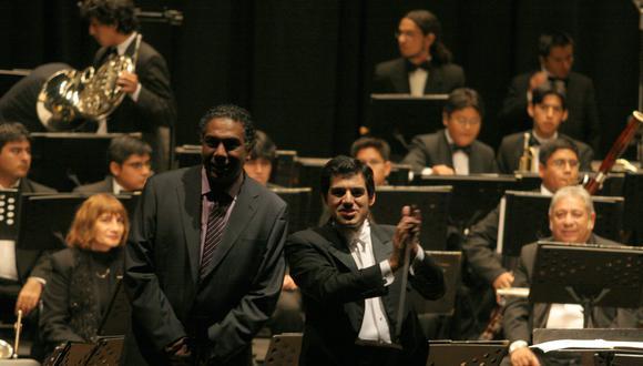 Rafael Santa Cruz junto a Miguel Harth-Bedoya.