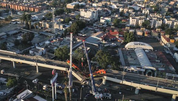 Una vista aérea muestra el sitio de un accidente de tren del metro después de que un paso elevado colapsara parcialmente en la Ciudad de México el 4 de mayo de 2021. (Foto: PEDRO PARDO / AFP)