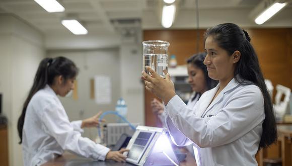 Escolares mujeres de alto rendimiento académico que cursan el quinto de secundaria en el año 2020 podrán postular al concurso. (Foto: Pronabec)