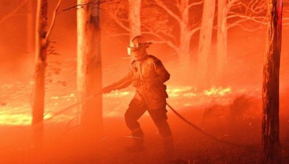 Los costos financieros de eventos catastróficos provocados por el cambio climático, como los incendios en Australia, pueden tener un efecto en cascada. (Foto: AFP)