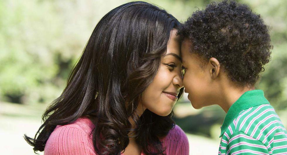 """""""Piquitos"""" entre padres e hijos: ¿hay límites en los besos? - 1"""