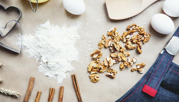 Tanto el bicarbonato de sodio como el polvo de hornear son ingredientes claves para los pasteles pues le dan la capacidad de elevarse en el horno. (Foto: Pexels)