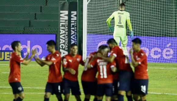 Daniela Rendón defiende a golero de River Plate. (Foto: AFP)