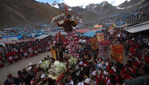 Gran parte de las festividades que existen en el país son de índole religiosa, como es la peregrinación al santuario del Señor de Qoyllur Riti. (Foto: Francisco Rodríguez)
