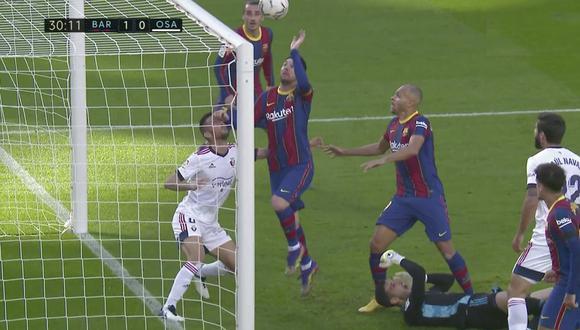 Lionel Messi intentó tocar el balón con la mano en el Barcelona vs. Osasuna. (Captura: LaLiga)