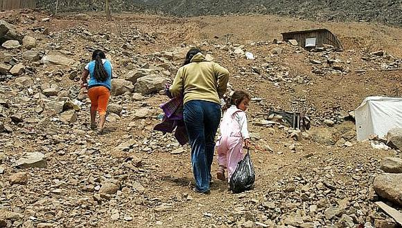 Si la economía hubiera crecido 4,2% este años, el 19,9% de peruanos habría sido pobre al finalizar este año. Con el crecimiento esperado de 2,2%, la incidencia de la pobreza sería 20,1%, estima la Unidad de Análisis Económico de El Comercio. (Foto: El Comercio)