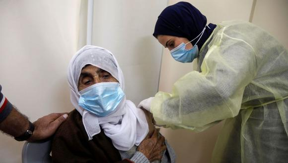 Palestina rechaza acuerdo con Israel por considerar que las vacunas ofrecidas están a punto de vencer. (Foto de archivo: Raneen Sawafta/ Reuters)