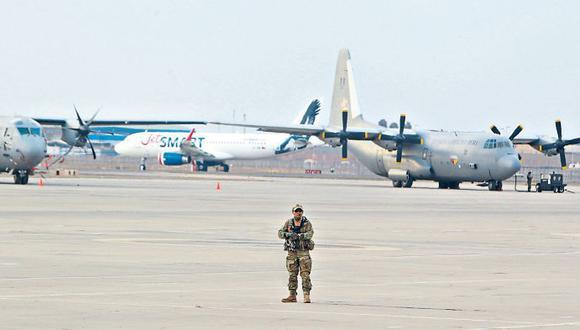 Acceder al Grupo Aéreo 8 permitiría que el aeropuerto sume ocho posiciones adicionales para estacionar aviones en el corto plazo. (Foto: Alessandro Currarino/ El Comercio)
