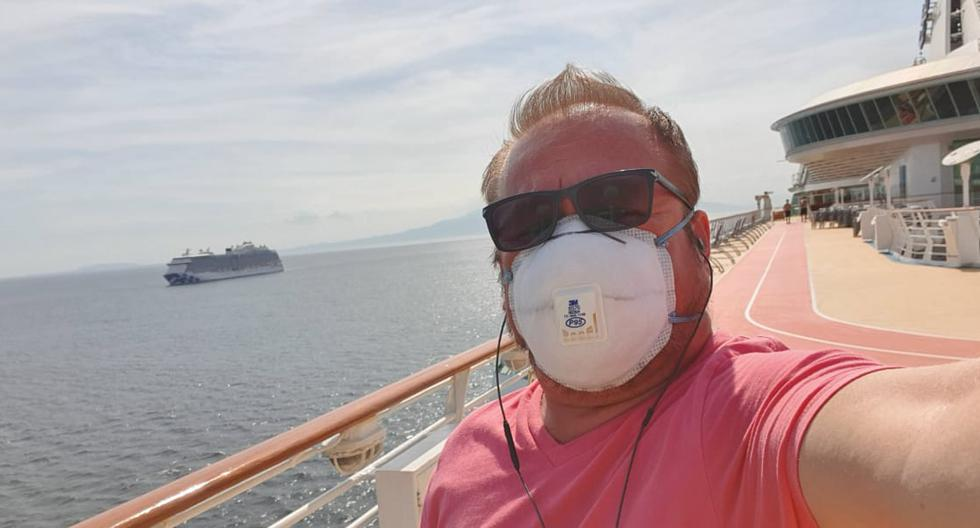 Edwin lleva 15 de sus 45 años en el negocio de los cruceros. Por estos días cumple una cuarentena a bordo mientras espera noticias sobre su situación. (Foto: Edwin Velásquez / Cortesía para El Comercio)