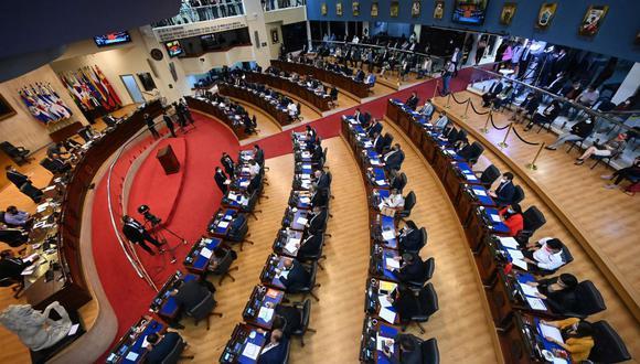 Congreso de El Salvador elimina beneficios tributarios a los diarios, la mayoría críticos al presidente Nayib Bukele. (Foto: MARVIN RECINOS / AFP).