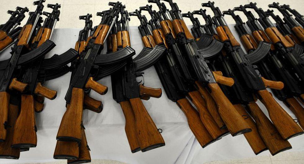 Rusia anuncia la apertura en la India de una fábrica de fusiles Kaláshnikov. (AFP)