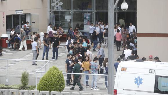 Tras el pedido del INSN, que exhortó a los ciudadanos a donar sangre y plaquetas para los heridos, varias personas se acercaron al nosocomio. (Fotos: Mario Zapata Nieto /GEC)
