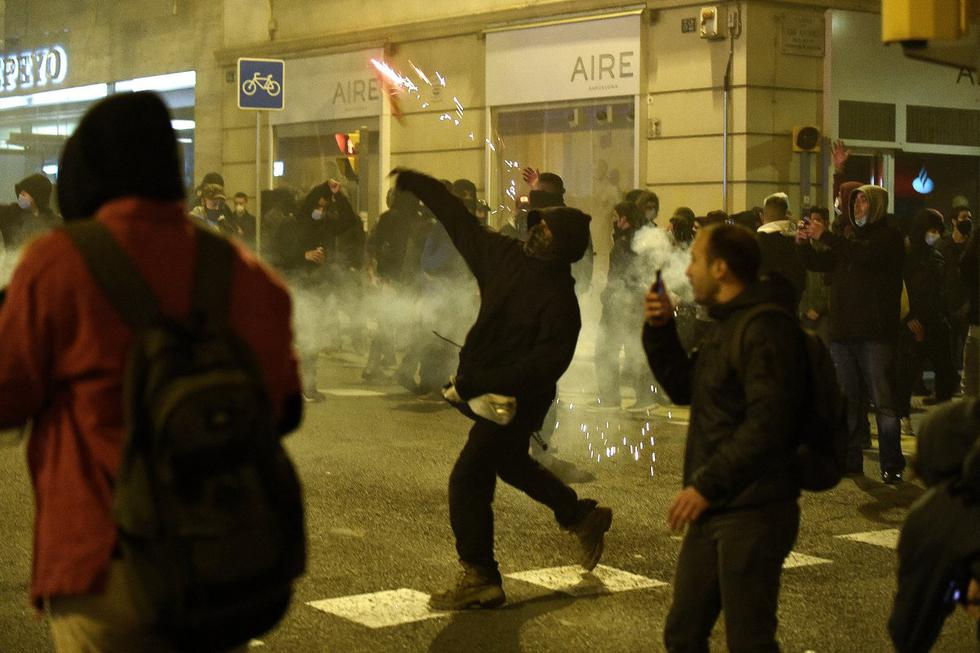 La protesta en Barcelona congregó a unas 1.700 personas, según la Guardia Urbana. (Foto: JOSEP LAGO / AFP)
