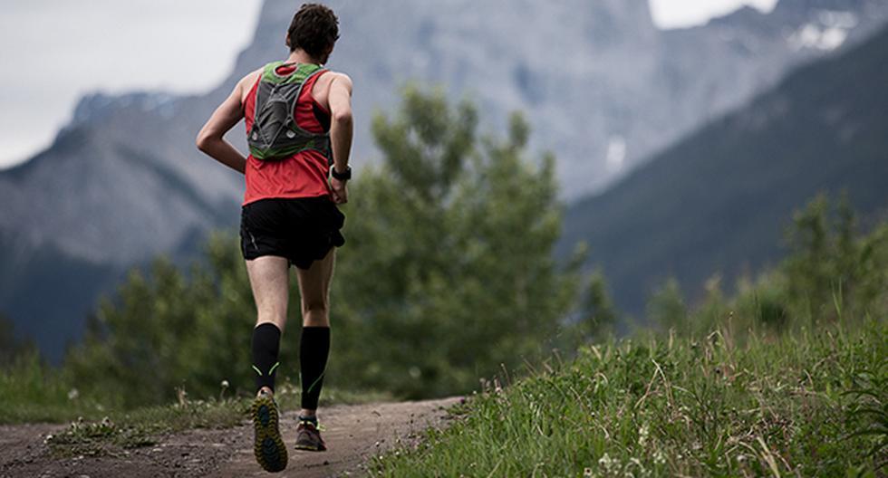 Las mochilas y cinturones de hidratación para runners son esenciales en cualquier ruta.