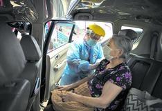 Vacunación territorial COVID-19: estos son los 5 lugares donde se vacuna en vehículos a adultos mayores