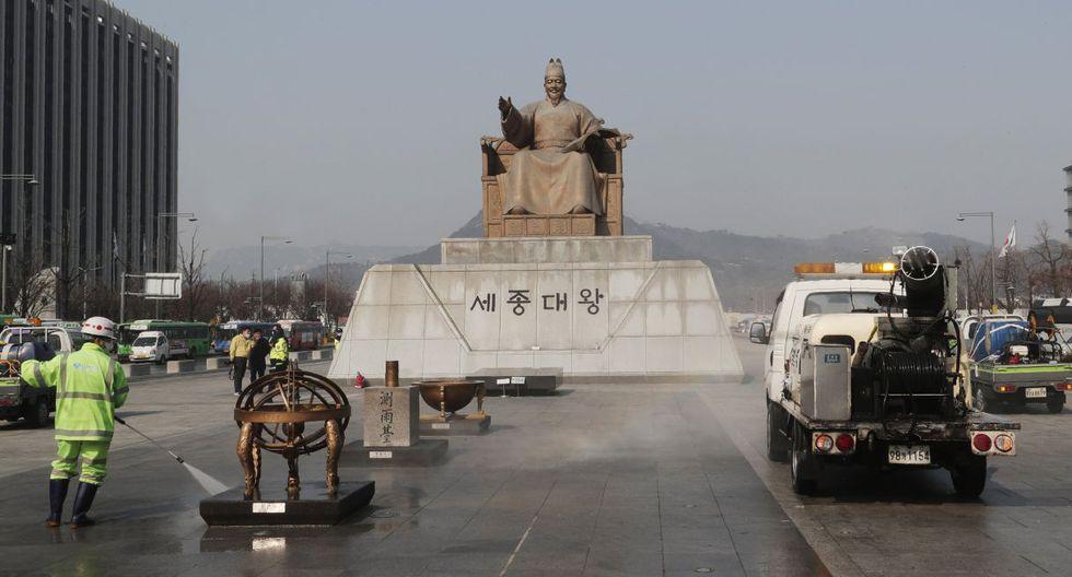 """""""Es como si alguien hubiera arrojado una bomba en medio de la ciudad. Parece un apocalipsis zombie"""", dijo Kim Geun-woo, residente de 28 años. (AP)."""