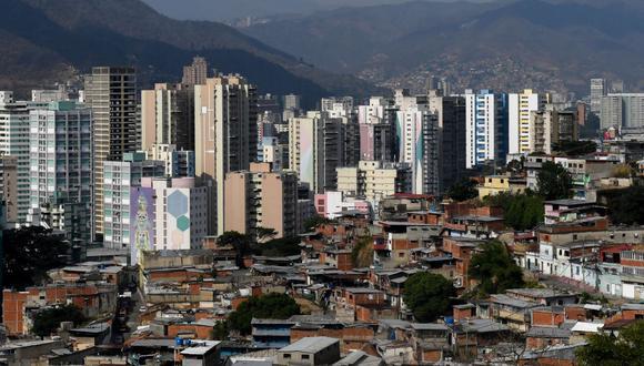 Vista general del barrio San Martín en el oeste de Caracas, Venezuela, tomada el 24 de mayo de 2020 durante la pandemia del coronavirus COVID-19. (Foto de Federico PARRA / AFP).