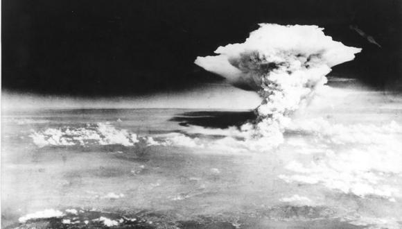 Esta fotografía de archivo tomada el 6 de agosto de 1945 por el Ejército de los EE.UU. Y publicada a través del Museo Memorial de la Paz de Hiroshima muestra una nube tipo hongo de la primera bomba atómica lanzada por el bombardero B-29 Enola Gay sobre la ciudad de Hiroshima. (AFP).