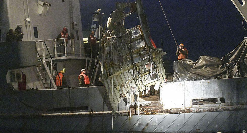 Las intensas labores de rescate de restos del avión ruso - 1