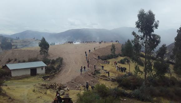 El momento en que se registraron los enfrentamientos entre la policía y la población. (Foto: cortesía)