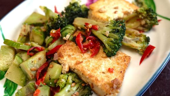 El tofu es un alimento muy consumido en las dietas veganas y se puede preparar de diversas formas. (Foto: Jay Bahc / Pixabay)