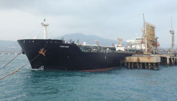 """El buque petrolero iraní """"Fortune"""" se ve en el muelle de la refinería El Palito en Puerto Cabello, Venezuela, 25 de mayo de 2020. (Foto: Palacio de Miraflores / REUTERS)."""