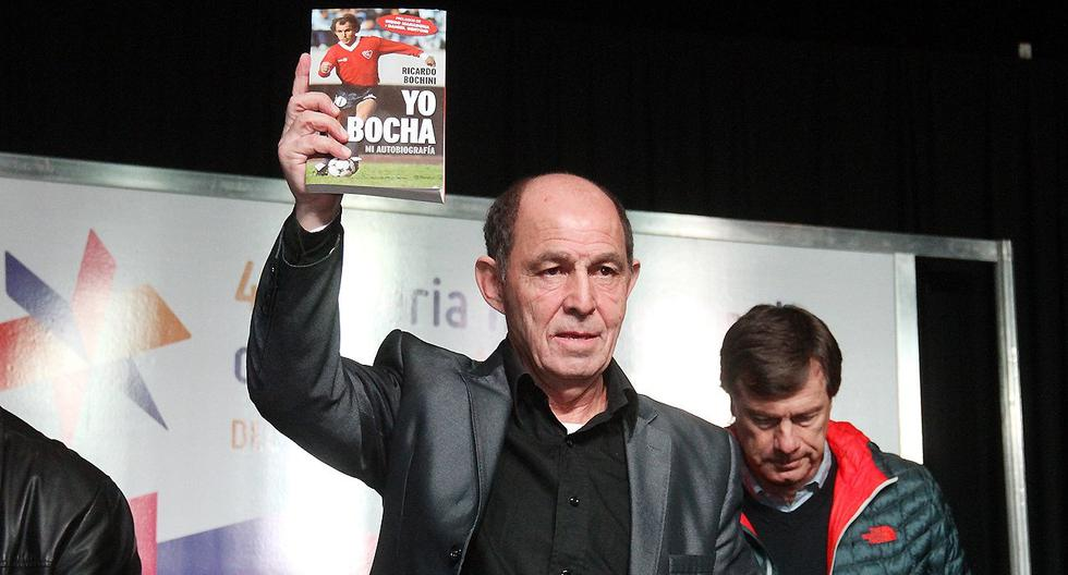 """Ricardo Bochini presentó su libro """"Yo soy el Bocha"""" en el año 2016. (Foto: Twitter)."""