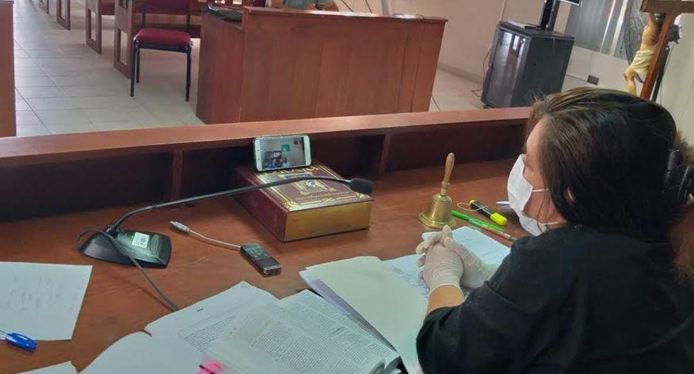 Jueza Yolanda Cuya realiza audiencia por videollamada en presencia del fiscal del caso.