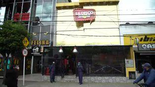 Restaurantes y bares de Colombia buscan reabrir bajo controles de salud