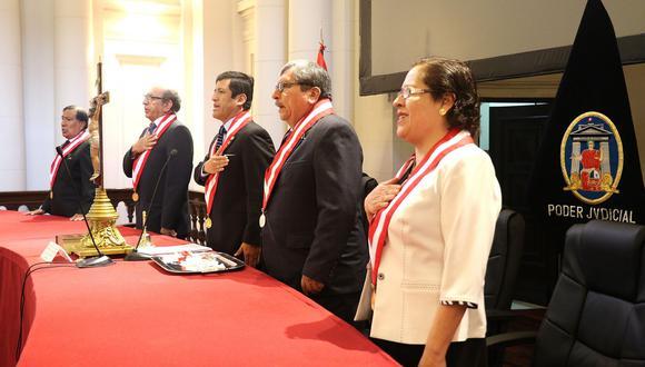Guido Aguila (medio) renunció al Consejo Nacional de la Magistratura tras difusión de nuevos audios. (Foto: CNM)