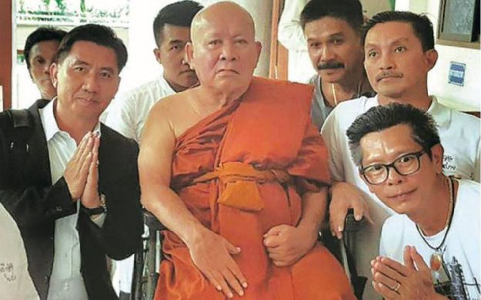Chalor Kerdthes, el ex jefe de policía, también decidió convertirse en monje, pero su tiempo en el monasterio no duró mucho. (MATICHON).