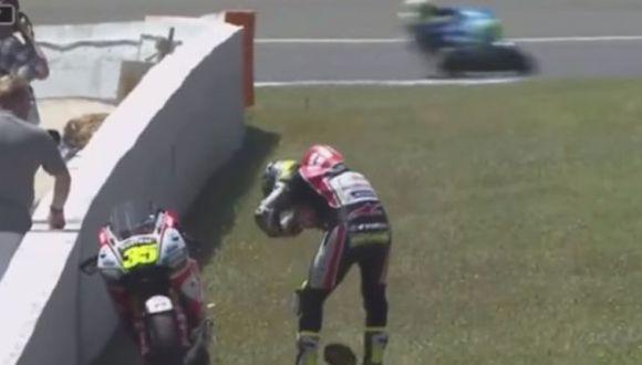 Avispa entró al traje de un motociclista GP y esto pasó [VIDEO]