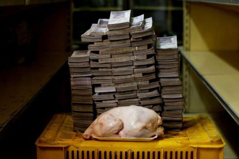 Maduro insiste en que la hiperinflación que reporta el FMI no la podría aguantar un país. Su gobierno no publica cifras.