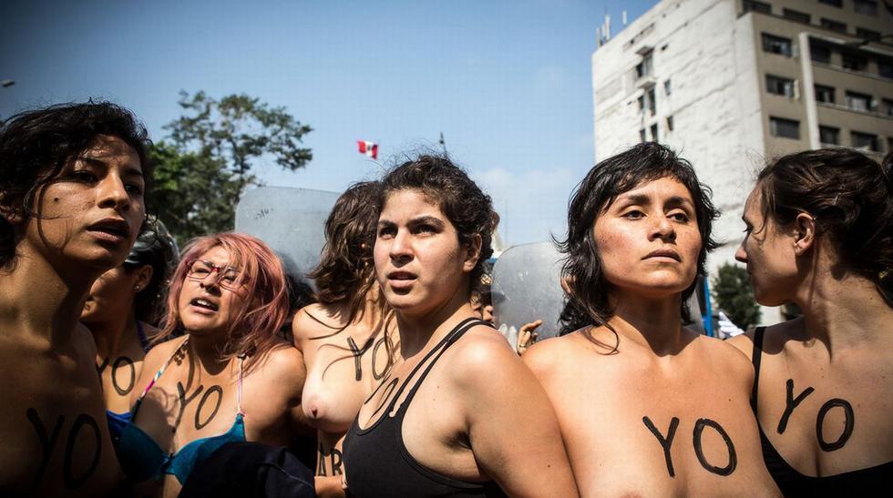 Despenalización del aborto: hicieron topless frente al Congreso - 6