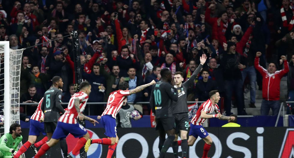 Atletico Madrid's Saul, right, celebrates after scoring the opening goal of his team during a 1st leg, round of 16, of the Champions League soccer match between Atletico Madrid and Liverpool at the Wanda Metropolitano stadium in Madrid, Tuesday, Feb. 18, 2020. (AP Photo/Manu Fernandez)