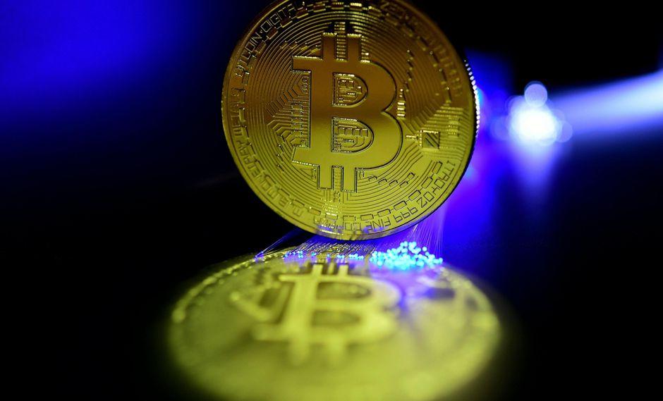 5. Desplome del Bitcoin. De valer más de US$19,000 en 2017, el valor de la criptomoneda se hundió a cerca de US$3,000 este año. Expertos estiman que el valor del Bitcoin seguirá en descenso. (Foto: EFE)