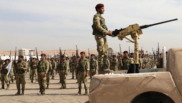 Las fuerzas turcas y aliadas enfrentaron una dura resistencia kurda mientras luchaban por apoderarse de las ciudades fronterizas clave, en el tercer día de una amplia ofensiva que provocó un éxodo civil. (Foto: AFP).