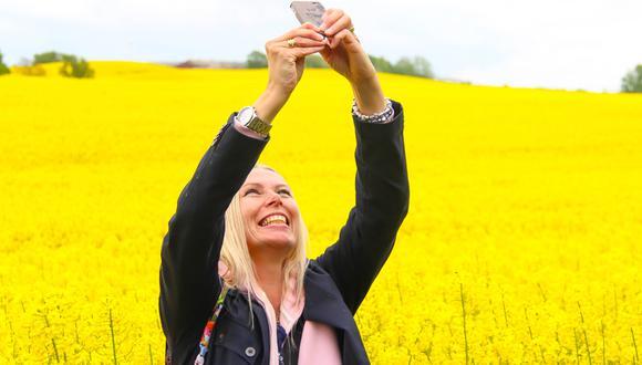 ¿Cuánto tiempo crees que las mujeres pasamos tomando selfies?