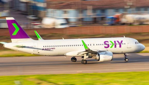 La aerolínea low cost con sede en Santiago en estos momentos opera rutas internacionales desde y hacia Chile, Argentina, Brasil, Uruguay y Perú. (Foto: Sky Airline)