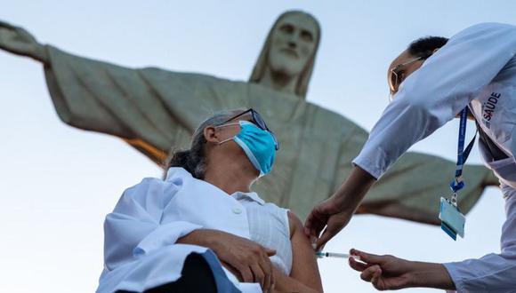 Brasil llegó a tener una tasa de contagios de coronavirus que era 7 veces la de India. (Getty Images).