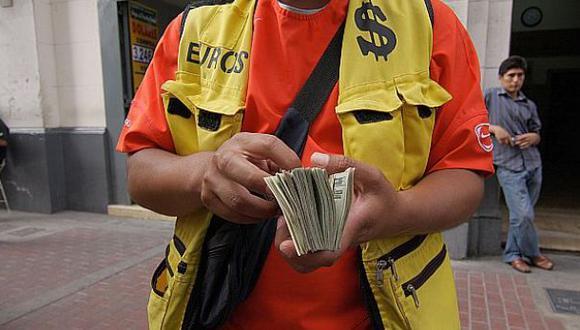 Dólar cerró estable en S/.2,823 tras intervención del BCR